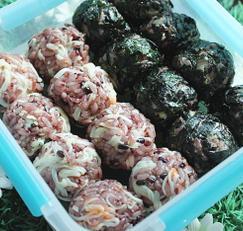 게살흑미주먹밥&묵은지흑미 까망이 주먹밥