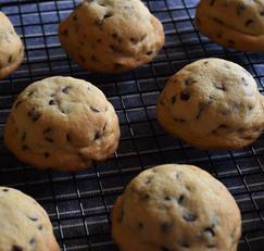 바삭 쫀득한 오레오를 품은 초코칩 쿠키 만들기(+영상)|효썸