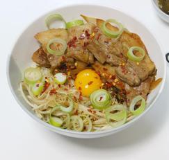 삼겹살숙주덮밥 입맛 돋구는 든든한 덮밥요리
